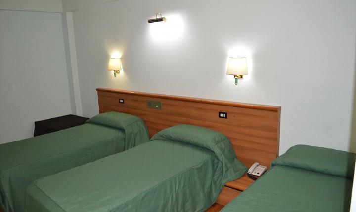 tripla_3_letti_canadian_hotel_l_aquila